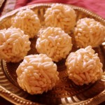 Karthigai pori urundai recipe or puffed rice balls with jaggery recipe