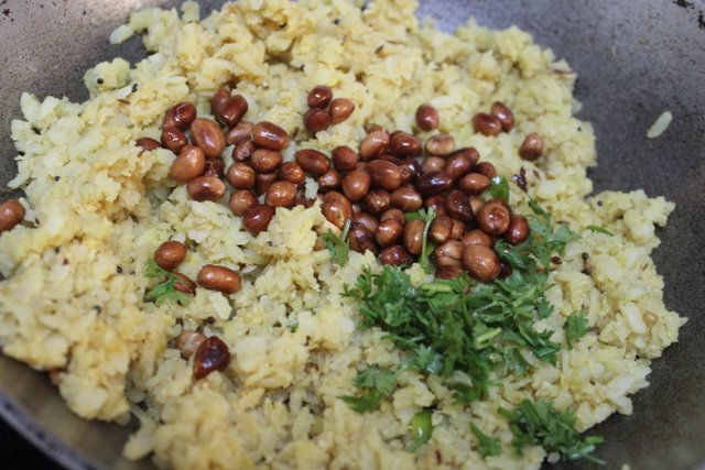 Tamarind poha or Gojjavalakki or puli aval recipe – How to