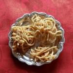 Thenkuzhal murukku recipe – Indian vegetarian food – Easy to make deepavali/diwali recipes